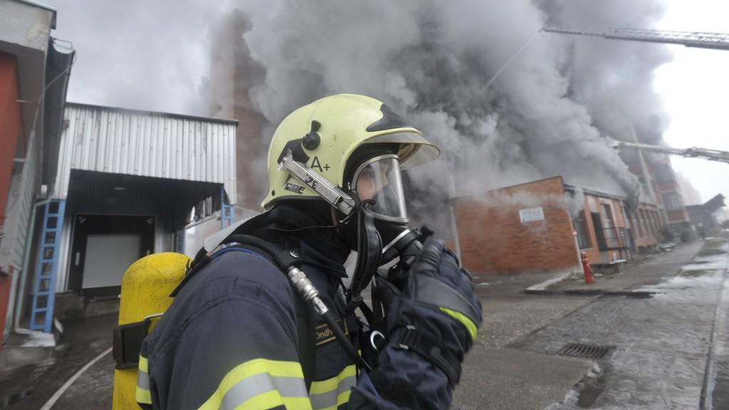 Zásah u požáru skladů ve Zlíně