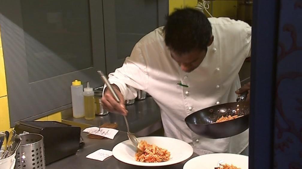 Kreativní šéfkuchař dělá dobrou restauraci