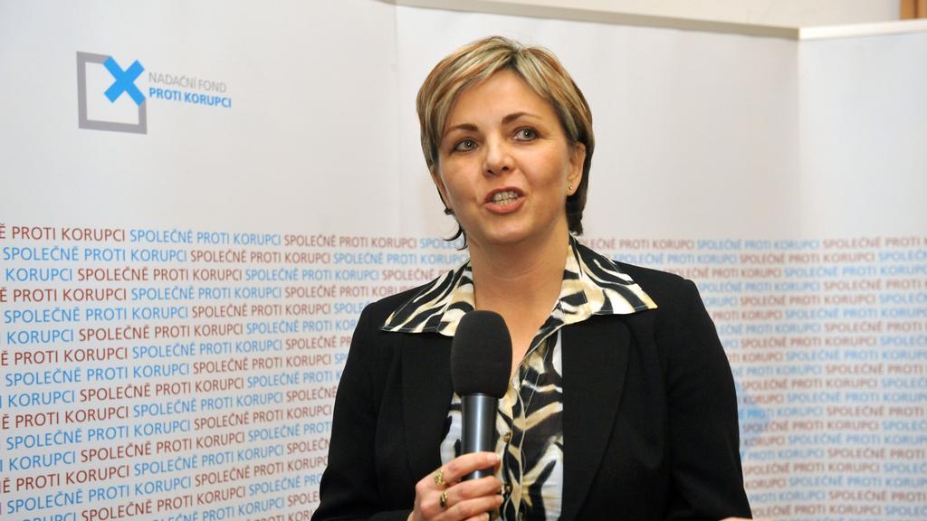 Renata Horáková při ocenění od protikorupčního fondu