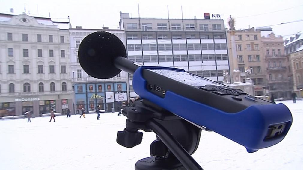 I při běžném provozu je hladina hluku na náměstí Svobody vysoká