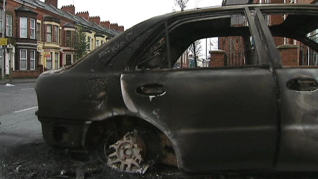 V ulicích Belfastu se bojuje