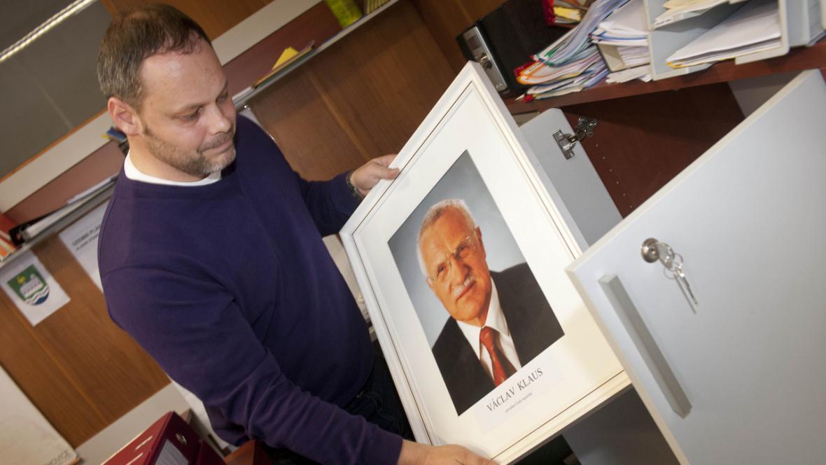 Starosta obce Želechovice odstranil portrét prezidenta