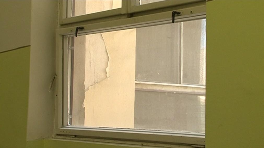 Stará okna nejdou dovřít, nemocnice bojuje se ztrátami tepla