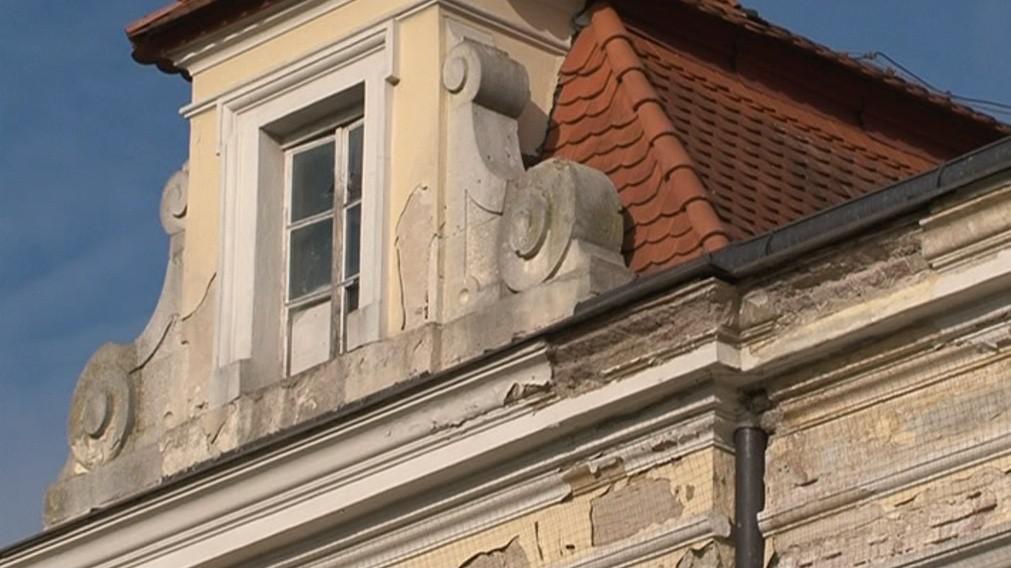 Akutní rekonstrukci vyžaduje střecha i plášť budovy