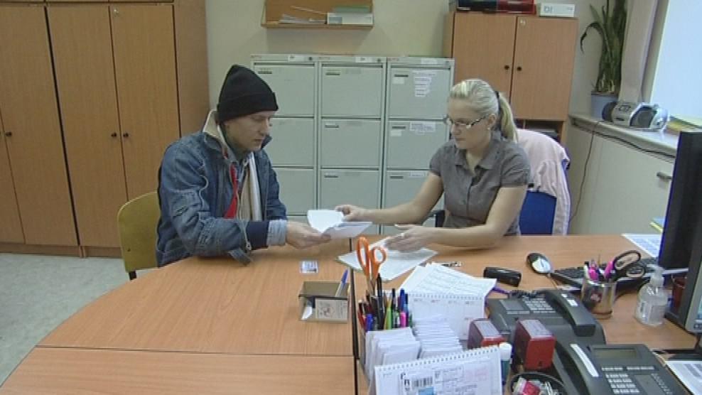 Edgar Krejsi zamířil na úřad práce pro dávku mimořádné pomoci