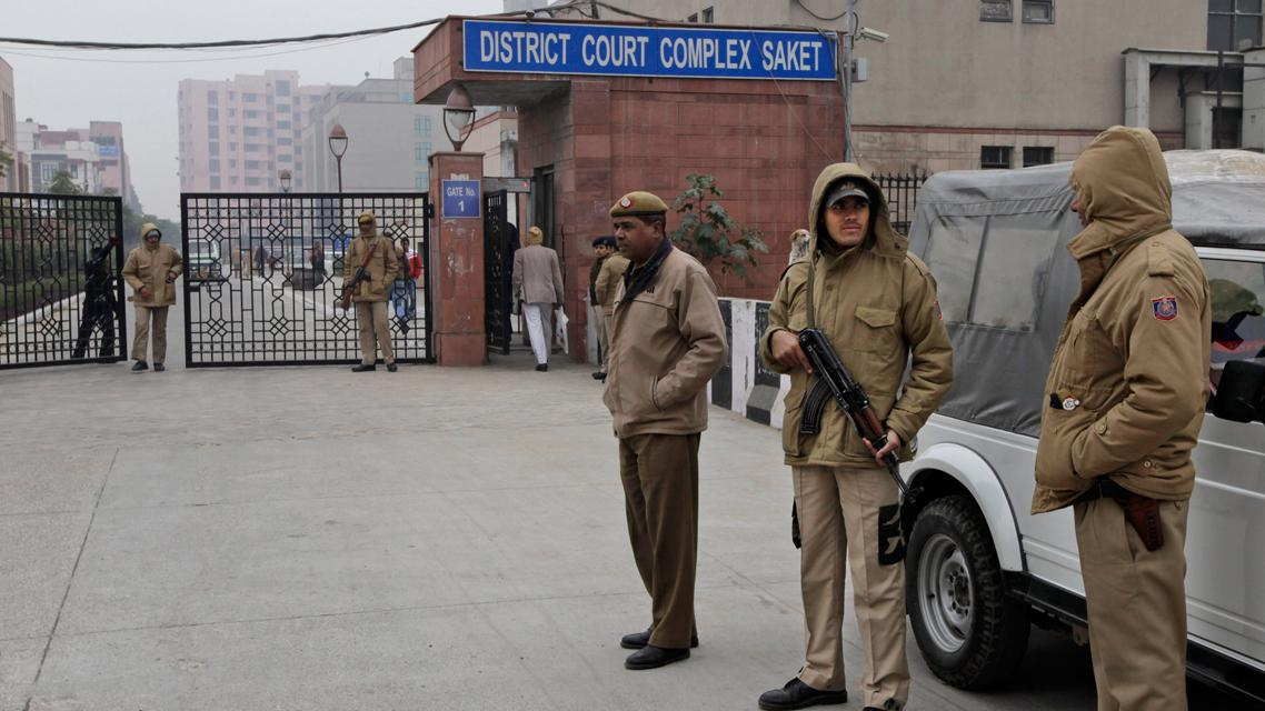 Hlídka před budovou indického soudu