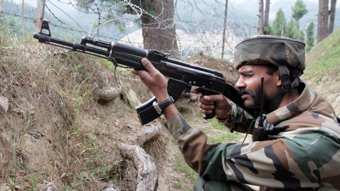 Indický voják v Kašmíru