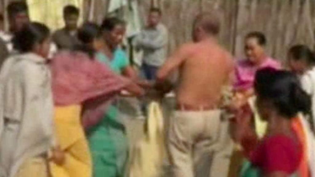 Indky lynčují politika podezřelého ze znásilnění