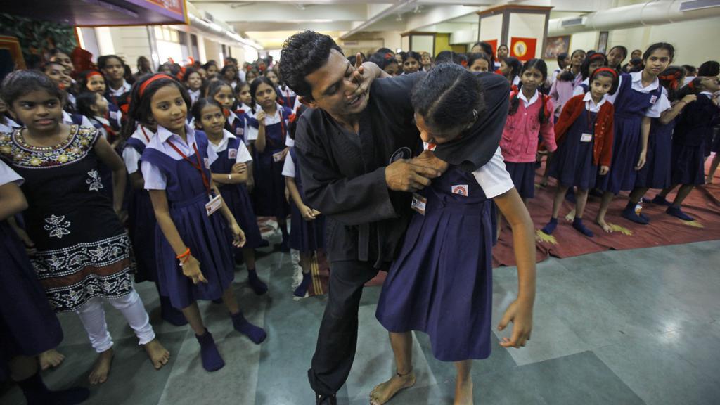Indické dívky navštěvují kurzy sebeobrany