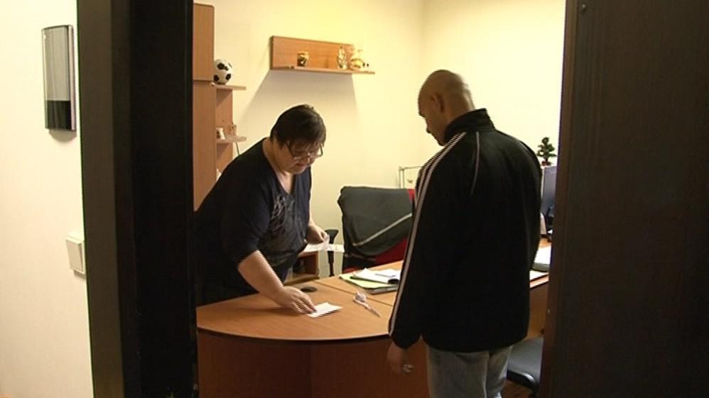 Amnestovaný si přišel pro dávku na Úřad práce v Brně