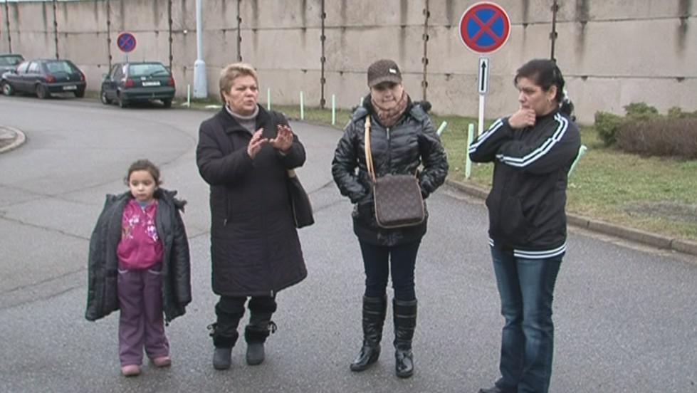 Viola Šimková čeká na syna před věznicí už třetí den