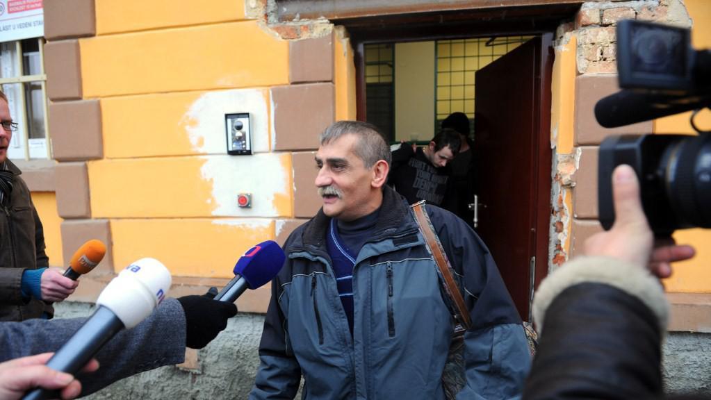 Vězeň po vyhlášení amnestie opouští plzeňskou věznici Bory
