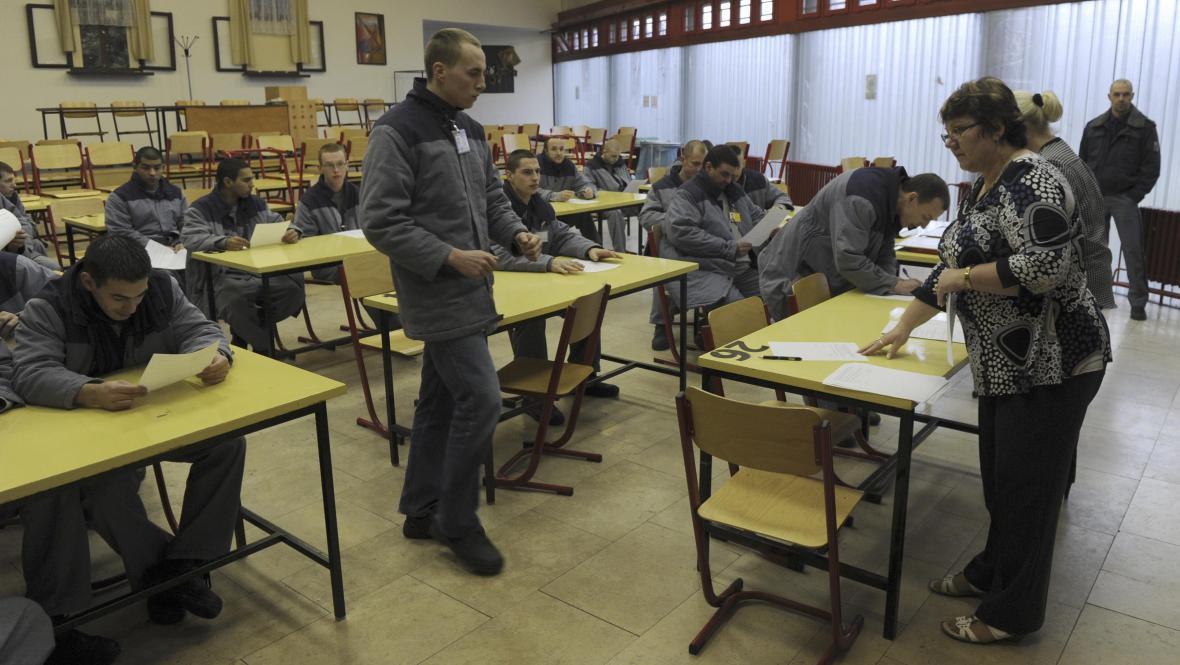 Vězni přebírají rozhodnutí o propuštění na svobodu
