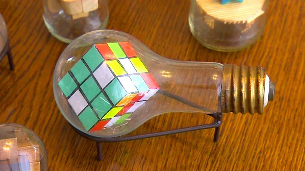 Rubikova kostka v žárovce