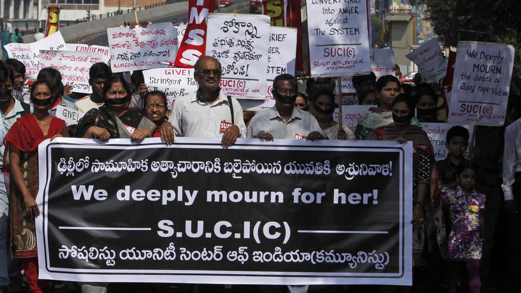 Indové vyšli do ulic kvůli úmrtí znásilněné dívky