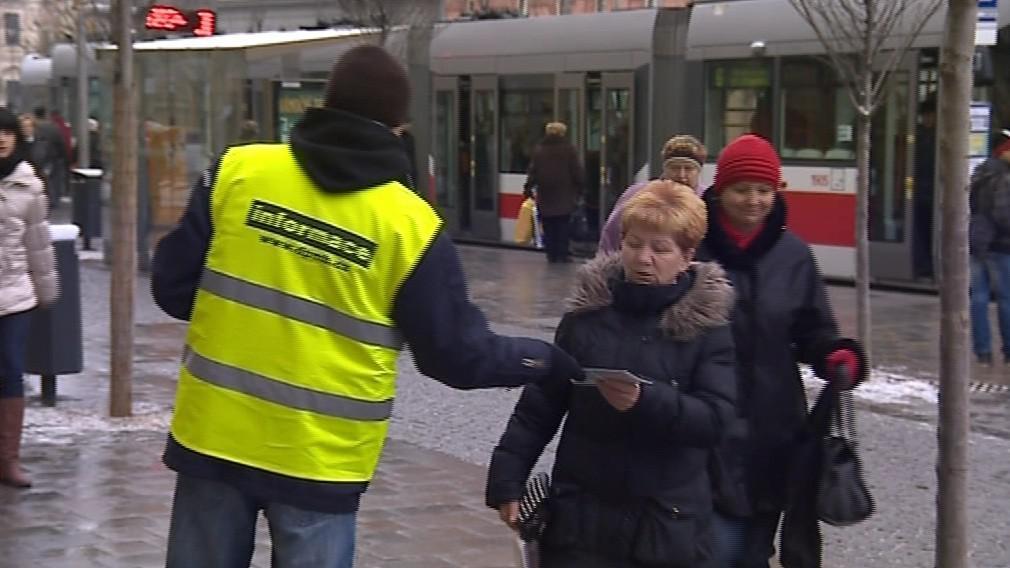 Ještě příští týden budou cestujícím pomáhat informátoři
