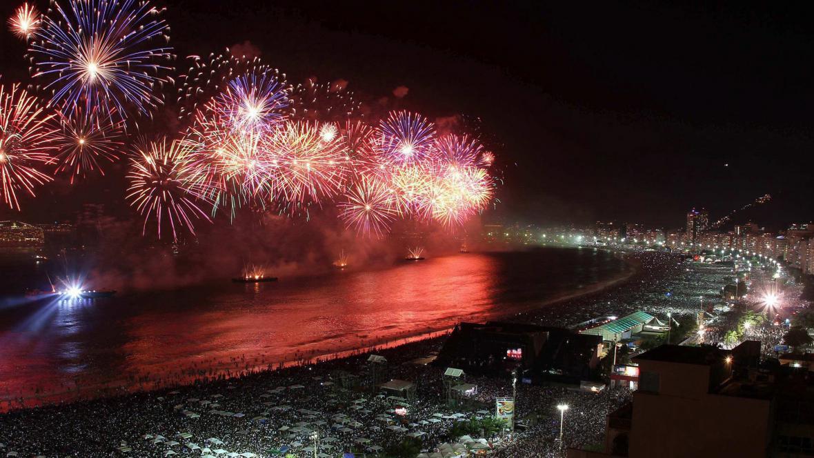 Oslavy nového roku v Rio de Janeiru na pláži Copacabana