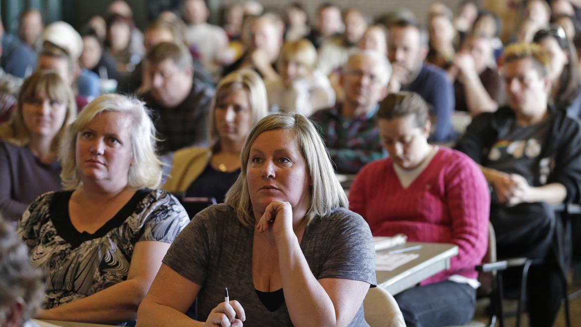 Návštěvníci střeleckého semináře pro učitele v Utahu