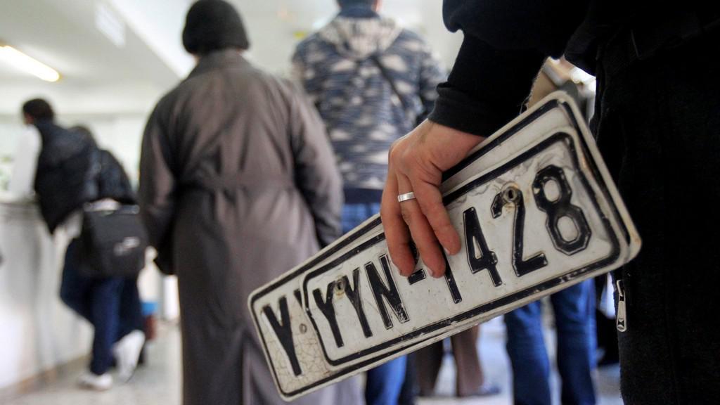 Řekové se hromadně zbavují svých automobilů