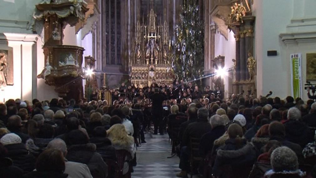 O vánoční hudbu v netradičním kabátě byl zájem