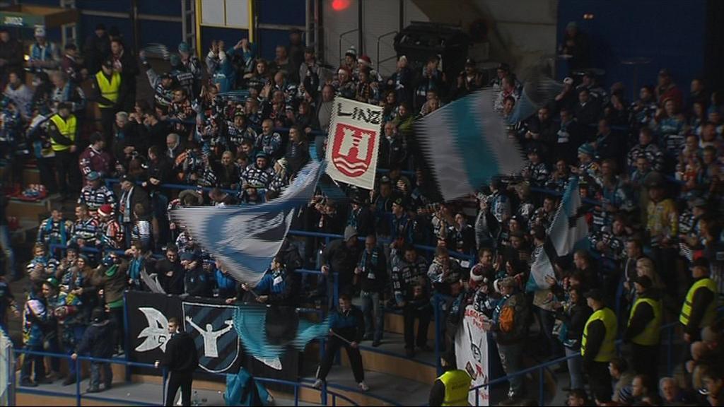 Z Linze dorazilo několik stovek fanoušků