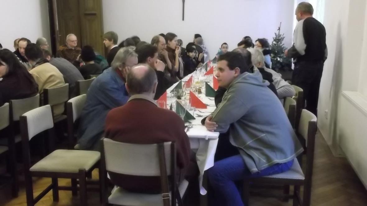 Vánoční oběd pro chudé a osamělé