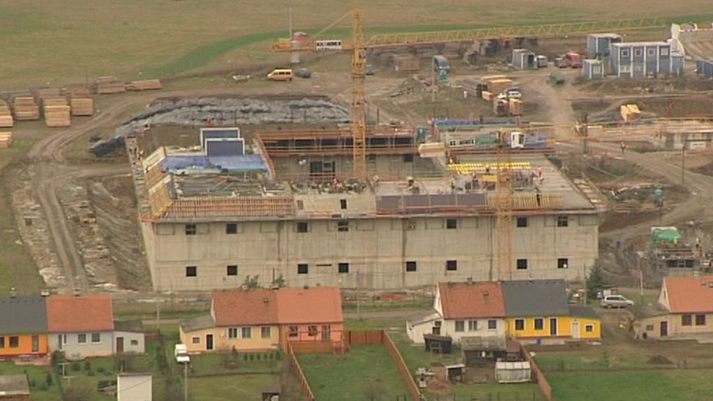 Stavba na břehu Berounky
