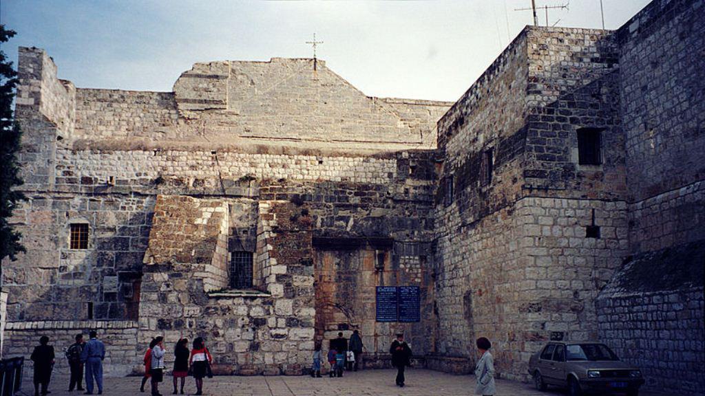 Vstup do basiliky Narození Páně v Betlémě
