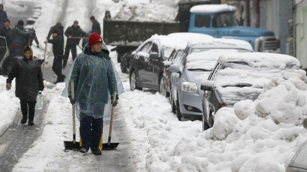 Se sněhem se potýkají i na Ukrajině
