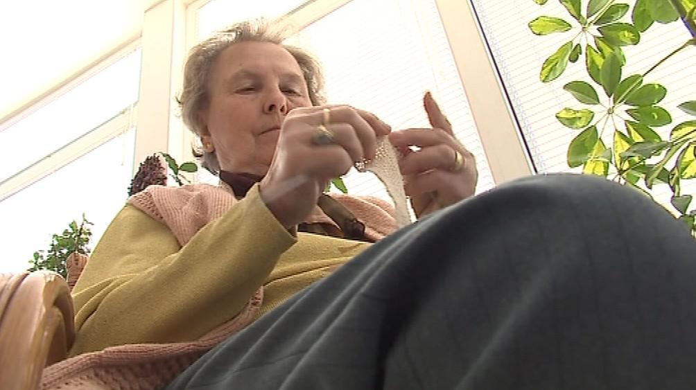 Marta Petrášová plete ročně až sto obvazů