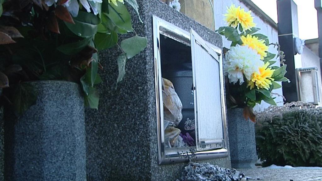 Znesvěcený hrob