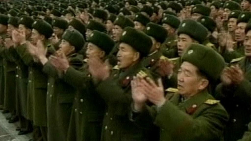 Severokorejci tleskají vypuštění satelitu