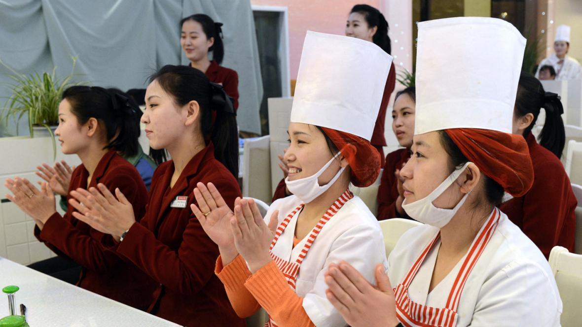 Severokorejské kuchařky se radují z odpálení rakety