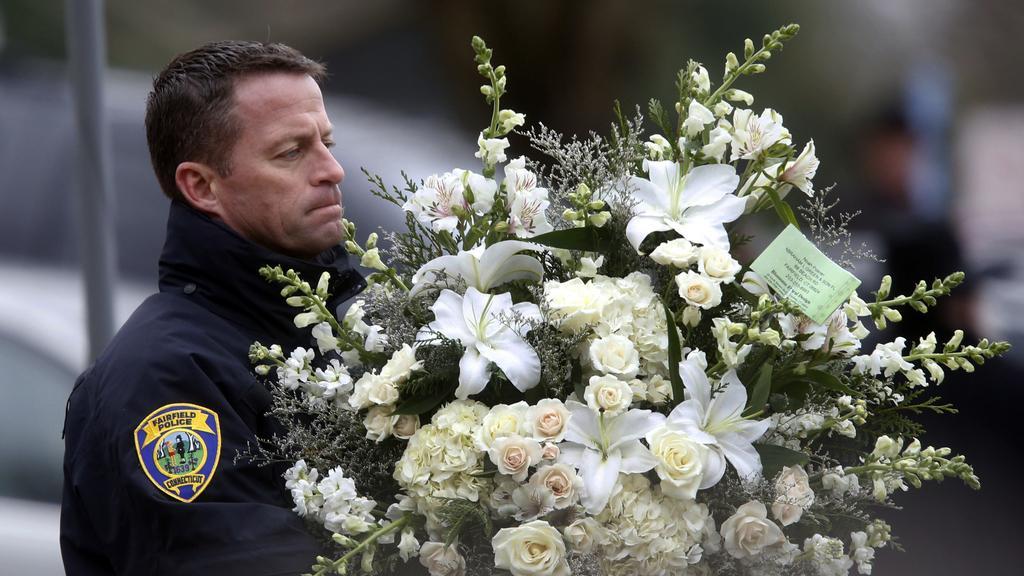 Newtown se loučí s oběťmi střelby