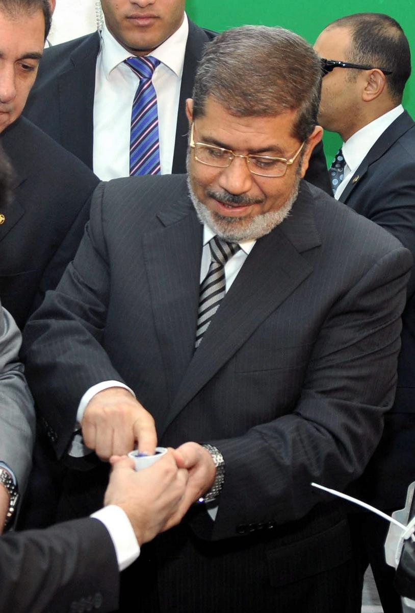 Prezident Mursí hlasuje o nové ústavě