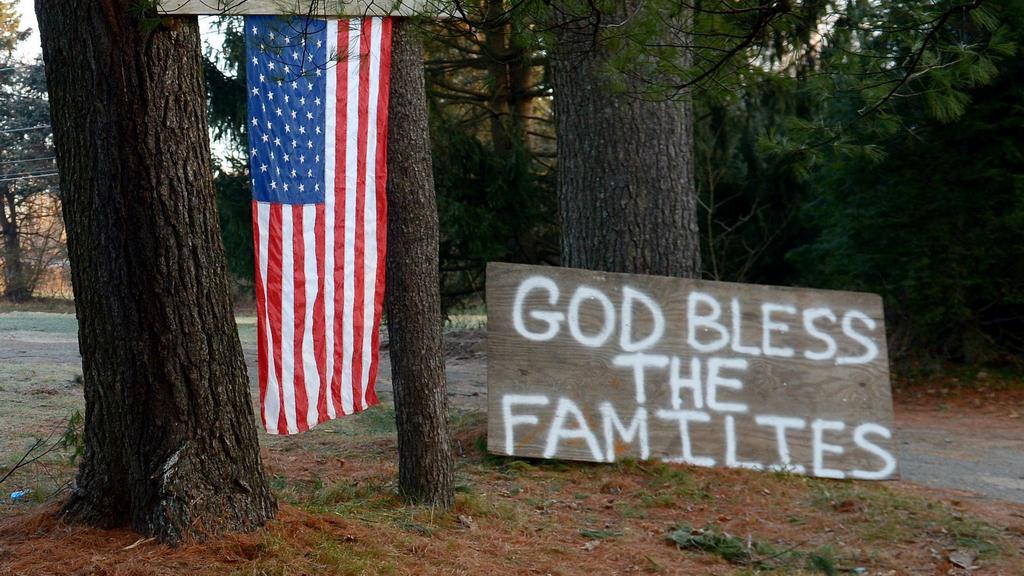 Američané jsou v šoku po střelbě v Newtownu