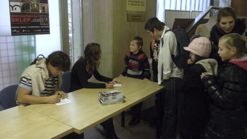 Autogramiáda k promítání Šťastného smolaře dětem v Brně
