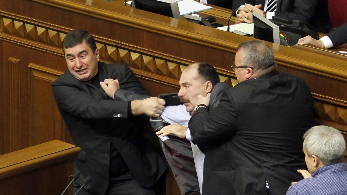 Šarvátky v ukrajinském parlamentu