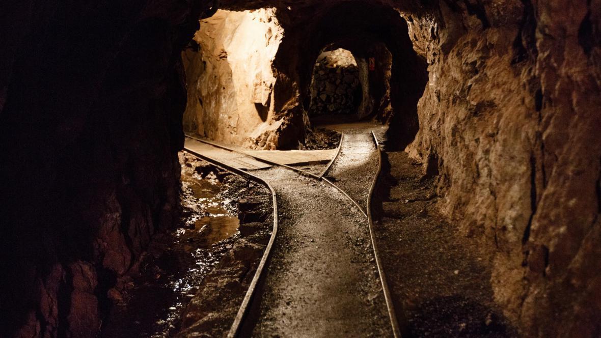 Těžba kovů