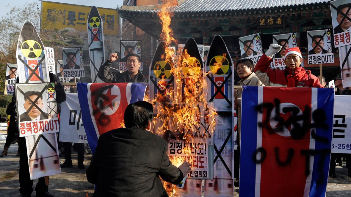 Jihokorejci protestují proti vypálení severokorejské rakety