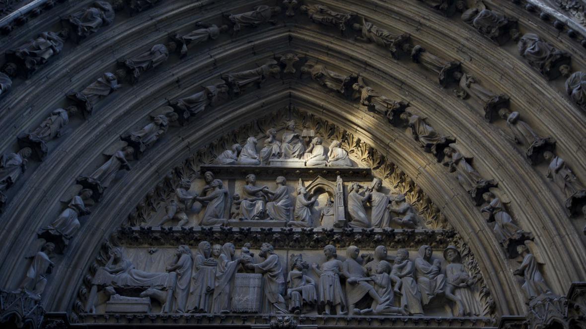 Portál katedrály Notre-Dame
