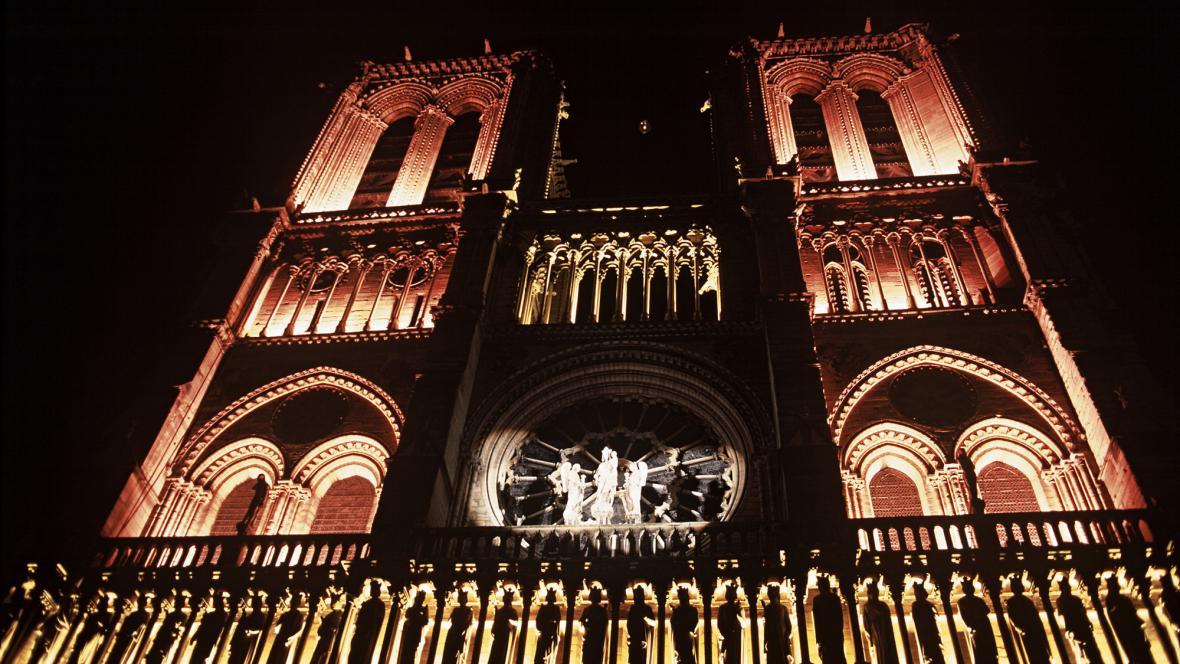 Noční Notre-Dame