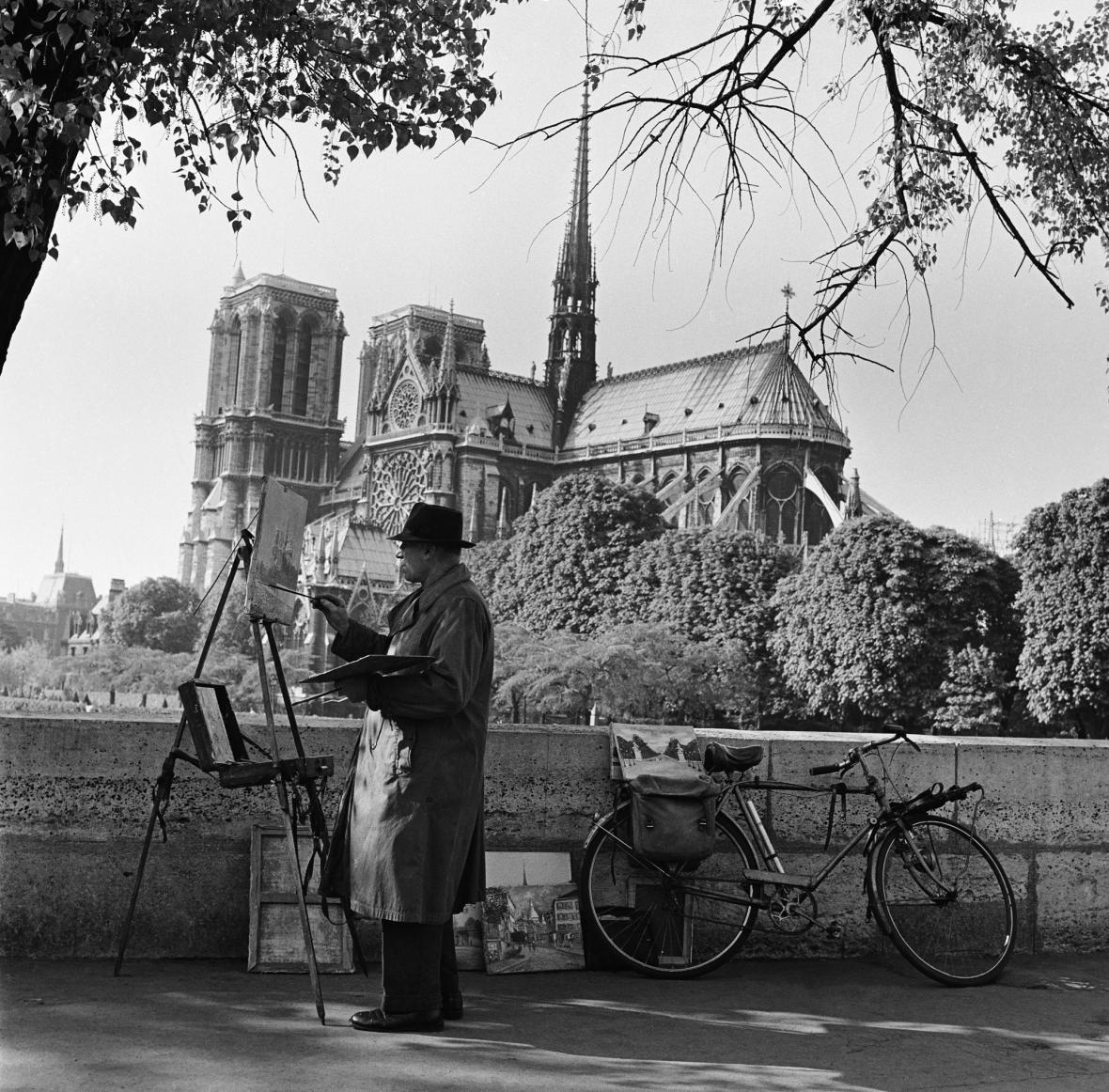 Malíř před katedrálou - rok 1959