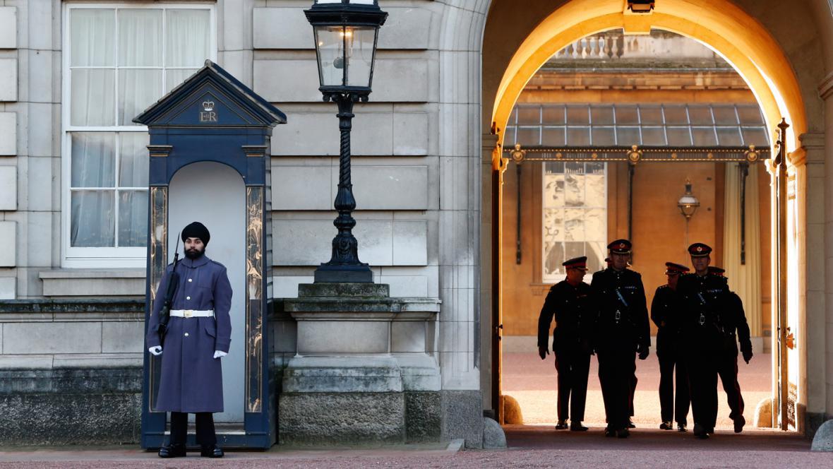 Jatinderpal Singh Bhullar před Buckinghamským palácem