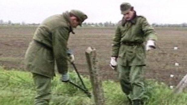 Odstarňování drátů na hranicích v roce 1989