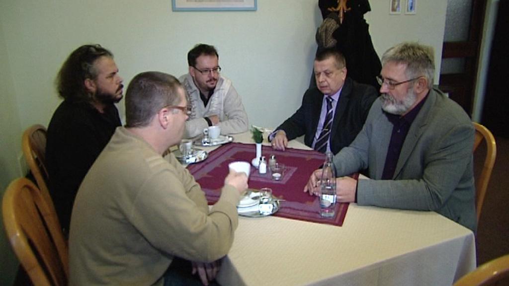 Schůzka karlovarských komunistů s učiteli
