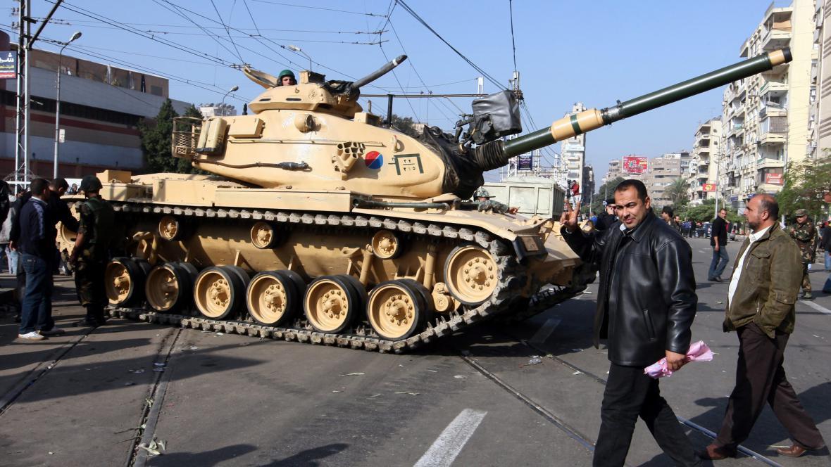 Tank před prezidentským palácem