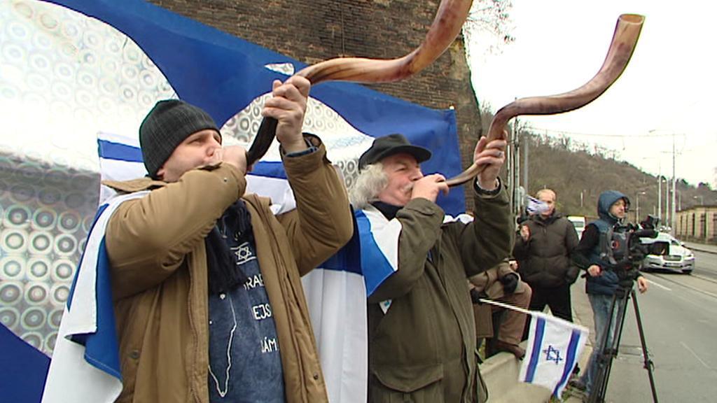 Příznivci Izraele před úřadem vlády