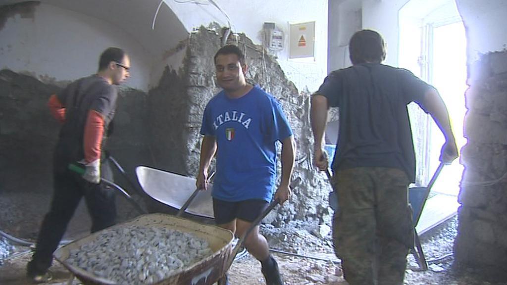 Dobrovolníci opravují kostel
