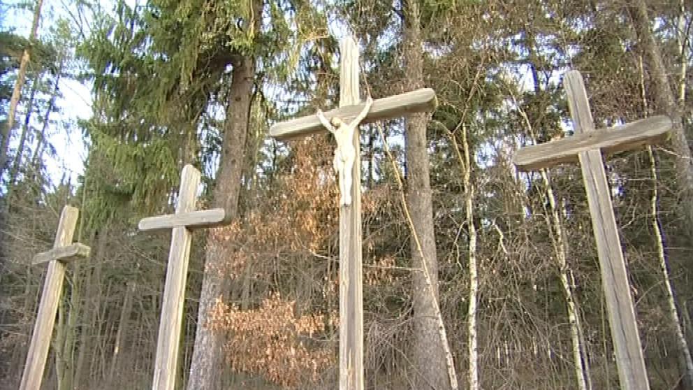 Prostřední kříž má patřit zavražděné nevěstě
